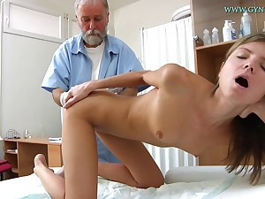 Blonde indulge comes to get her sweet pussy checked-up